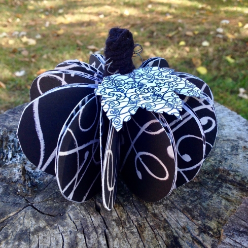 amberladley-happilyupcycled-book-page-pumpkins - 3