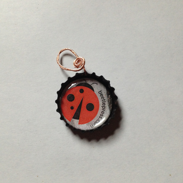 beetle-press-upcycle-bottlecap-wine-tea-charm